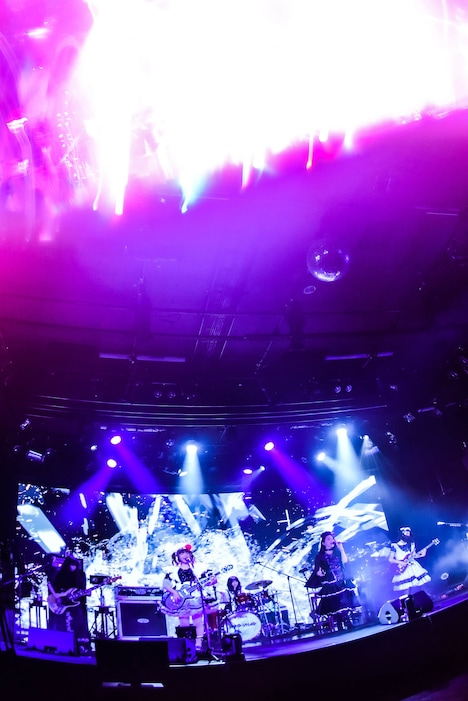 「BAND-MAID ONLINE OKYU-JI(Feb.11,2021)」の様子。(Photo by MASANORI FUJIKAWA)