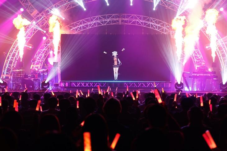 """樋口楓「Kaede Higuchi Live 2021 """"AIM""""」の様子。"""