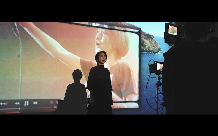 Ms.OOJA「はじまりの時」メイキング映像のワンシーン。
