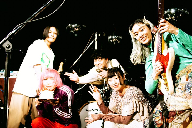 Cody・Lee(李)。左から2番目がニシマケイ(B)。(撮影:瀬川ダイジュ)