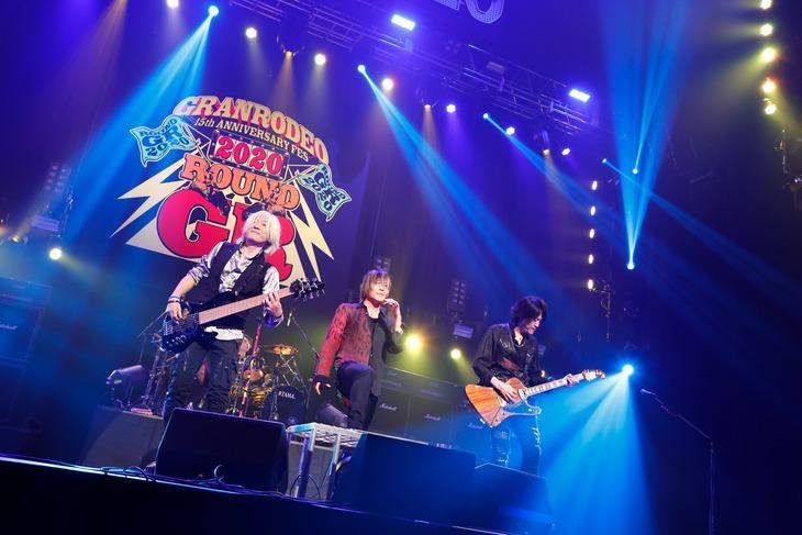 GRANRODEOのライブの様子。(撮影:キセキミチコ)