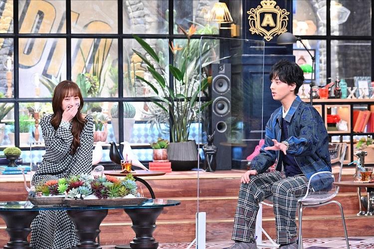 左から百田夏菜子(ももいろクローバーZ)、藤ヶ谷太輔(Kis-My-Ft2)。(c)TBS