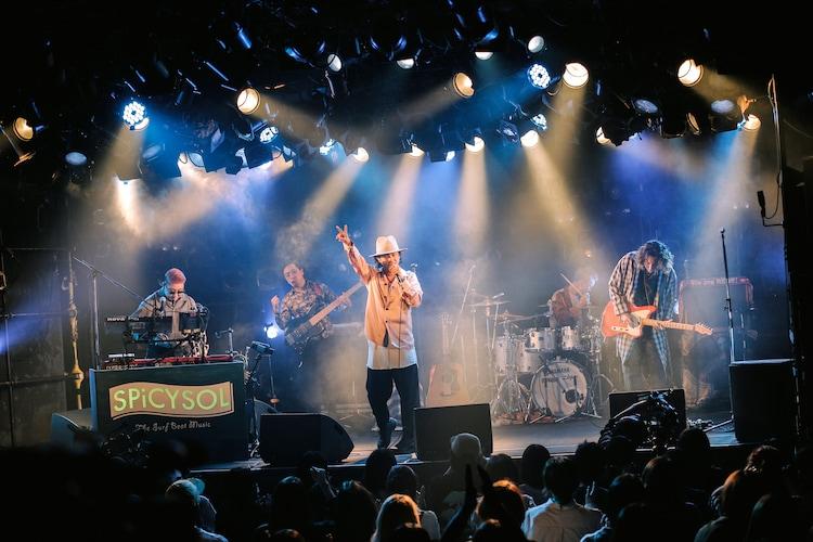 「SPiCYSOL QUATTRO TOUR 2021」東京・渋谷CLUB QUATTRO公演の様子。(撮影:ハヤシサトル)