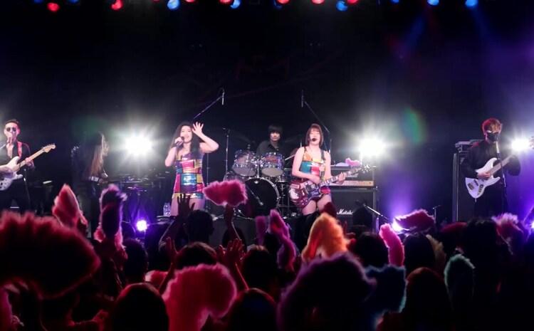 「ベッド・イン東名阪ツアー2021 祝!おギグDVD発射記念~バブルは続くよ、どこまでも~」東京・LIQUIDROOM公演の様子。(写真提供:合同会社スイートスポット)