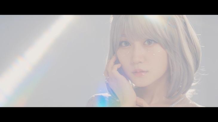小倉唯「Clear Morning」ミュージックビデオより。