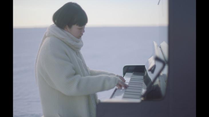 SHISHAMO「壊したんだ」ミュージックビデオより。