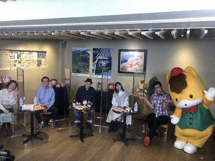 左から狩野恵里、矢作兼、泉谷しげる、玉井詩織、ビビる大木。(c)テレビ東京