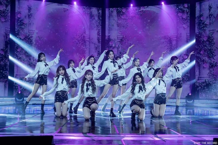 「IZ*ONE ONLINE CONCERT [ONE, THE STORY] 」の様子。(写真提供:OFF THE RECORD)
