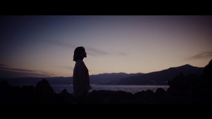iri「はじまりの日」ミュージックビデオより。