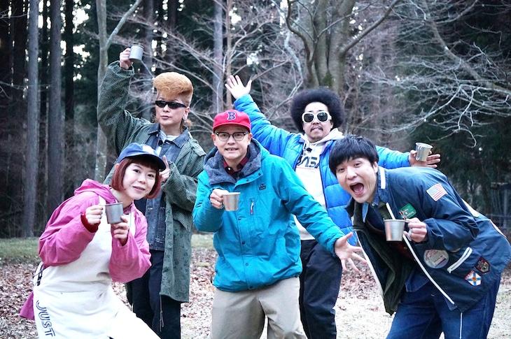 左からDJみそしるとMCごはん、綾小路翔、Bose、レキシ、森山直太朗。