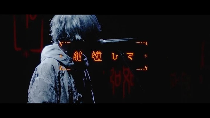 Eve「廻廻奇譚 - Eve MV(Live Film ver)」より。