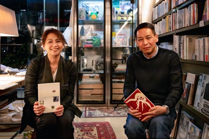 左から小泉今日子、COW BOOKSの松浦弥太郎代表。(c)303 BOOKS