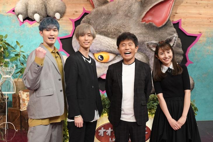 左からジェシー(SixTONES)、田中樹(SixTONES)、浜田雅功(ダウンタウン)、日比麻音子(TBSアナウンサー)。(c)TBS