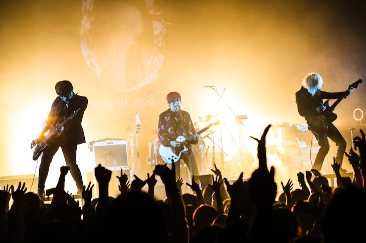"「THE PINBALLS Live Tour 2021 ""millions of memories""」東京・TSUTAYA O-EAST公演の様子。(撮影:白石達也)"