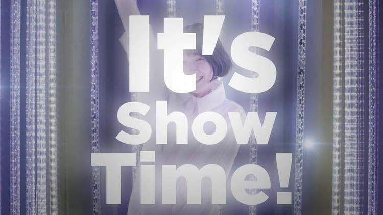 サンダルテレフォン「It's Show Time!」ミュージックビデオより。