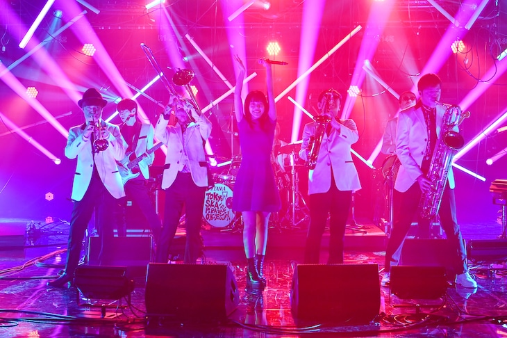 アイナ・ジ・エンドと東京スカパラダイスオーケストラ。(c)日本テレビ