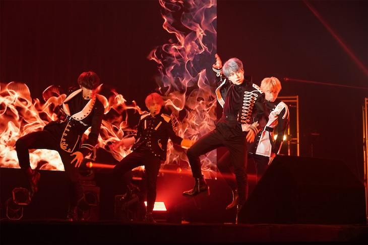 "OWV「OWV 1st Anniversary Talk & Live ""AWAKE""」の様子。"
