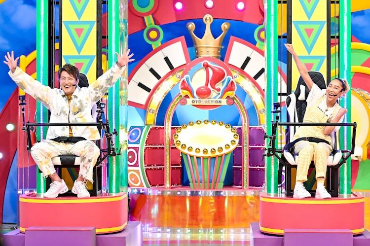 左から上地雄輔、青山テルマ。 (c)TBS