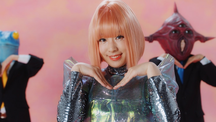 降幡愛「AXIOM」ミュージックビデオのワンシーン。