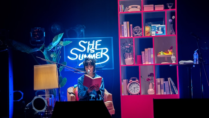 SHE IS SUMMER「SHE IS SUMMER One Man Live Where is my DOOR?」の様子。(Photo by Hiroshi Takano)