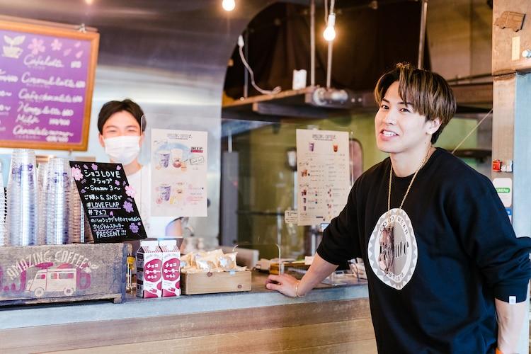 AMAZING COFFEEの山本和希店長とRIKUさんは友人だという。
