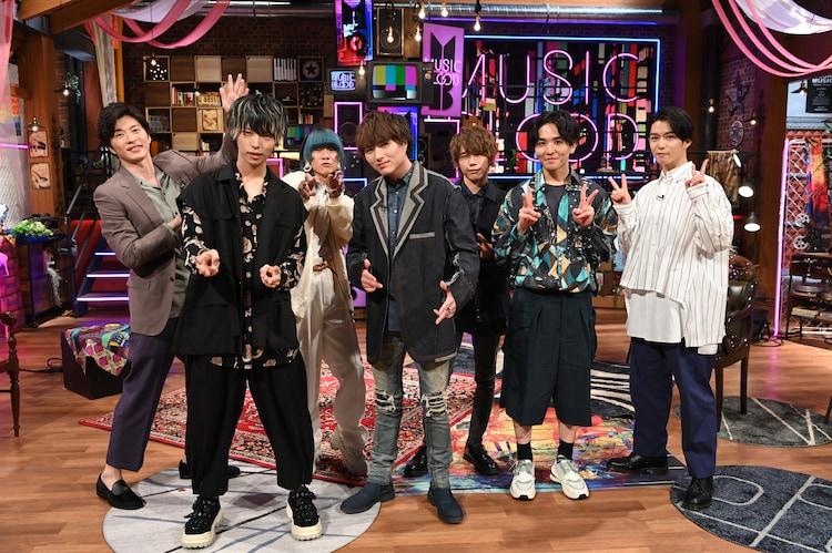 左から田中圭、Novelbright、千葉雄大。(c)日本テレビ