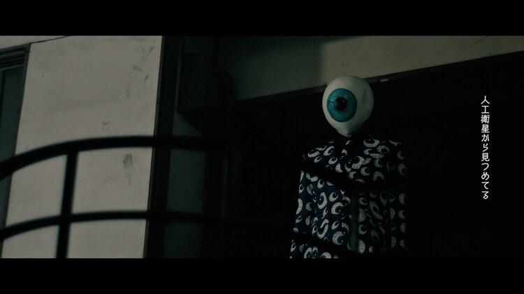アーバンギャルド「君は億万画素」ミュージックビデオのワンシーン。