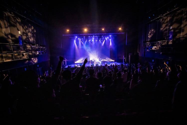 「植田真梨恵 LIVE TOUR 2021 [HEARTBREAKER]」東京・EX THEATER ROPPONGI公演の様子。(撮影:山口渚)