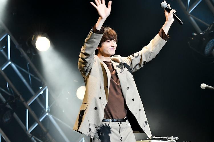 イベント進行を務めた小関裕太。(Photo by AZUSA TAKADA)