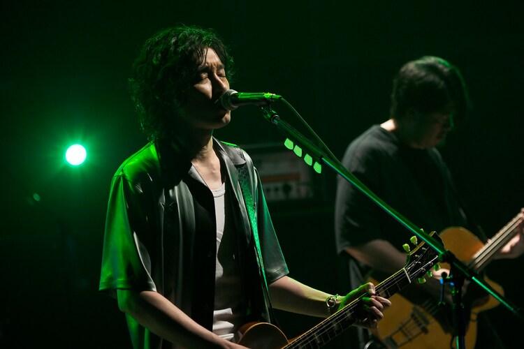 「Boy」演奏中の斉藤和義。(写真提供:NHK)