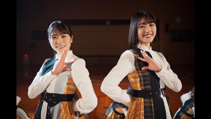 日向坂46「声の足跡」ミュージックビデオのワンシーン。