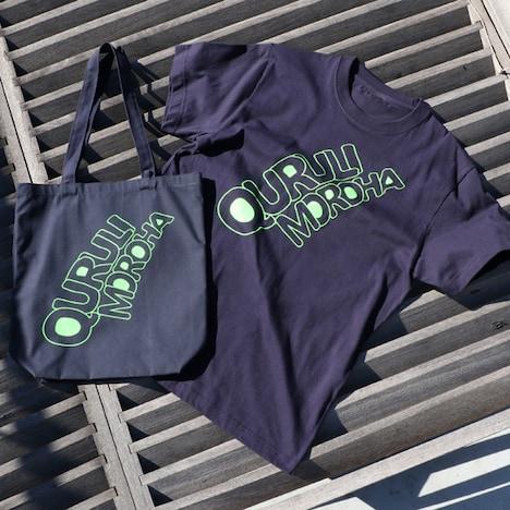 「くるり×MOROHA トートバッグ」と「くるり×MOROHA Tシャツ」。