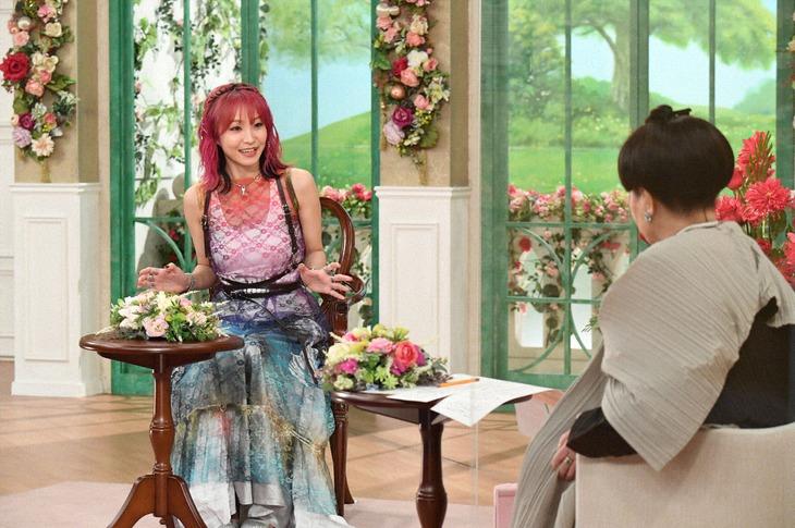 左からLiSA、黒柳徹子。 (c)テレビ朝日