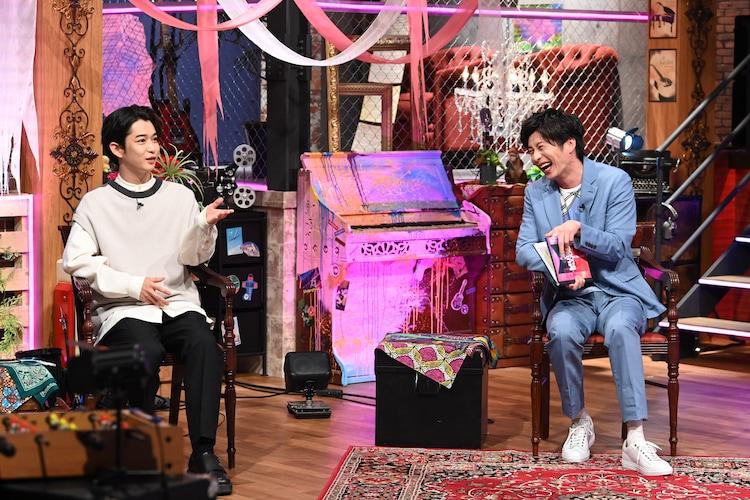 左から千葉雄大、田中圭。 (c)日本テレビ