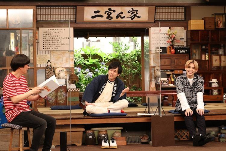 左から柴田英嗣(アンタッチャブル)、二宮和也(嵐)、山田涼介(Hey! Say! JUMP)。(c)フジテレビ