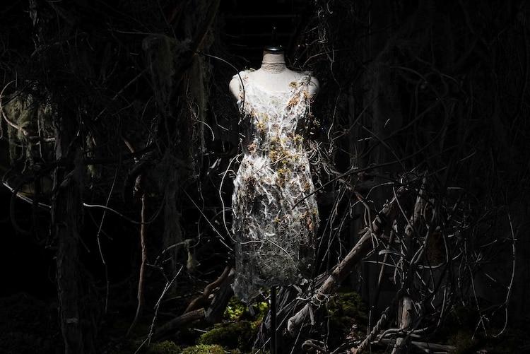 「宇多田ヒカル『PINK BLOOD』EXHIBITION」植物の衣装。