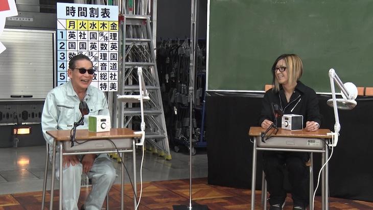 左からタモリ、HISASHI(GLAY)。(c)テレビ朝日