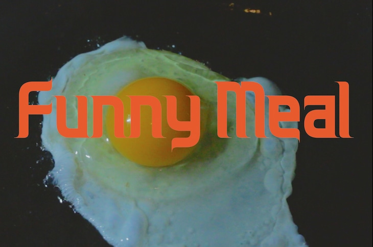 VIDEOTAPEMUSIC「Funny Meal」MVより。