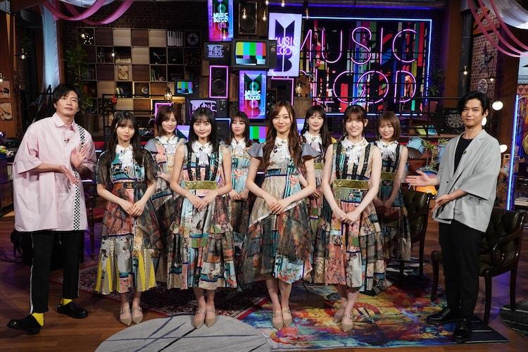 左から田中圭、乃木坂46、千葉雄大。 (c)日本テレビ