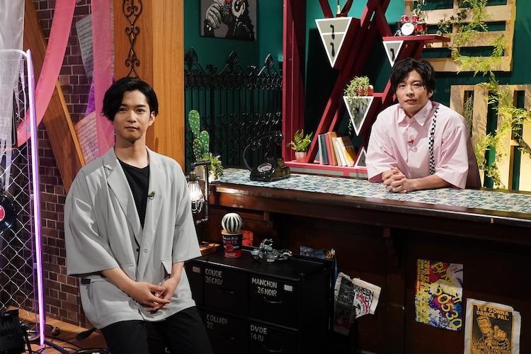 左から千葉雄大、田中圭。(c)日本テレビ