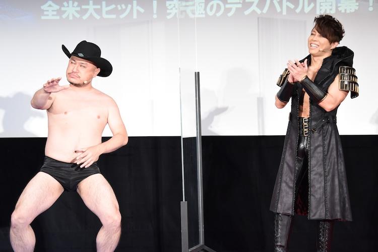 トーク中のハリウッドザコシショウ(左)と西川貴教(右)。