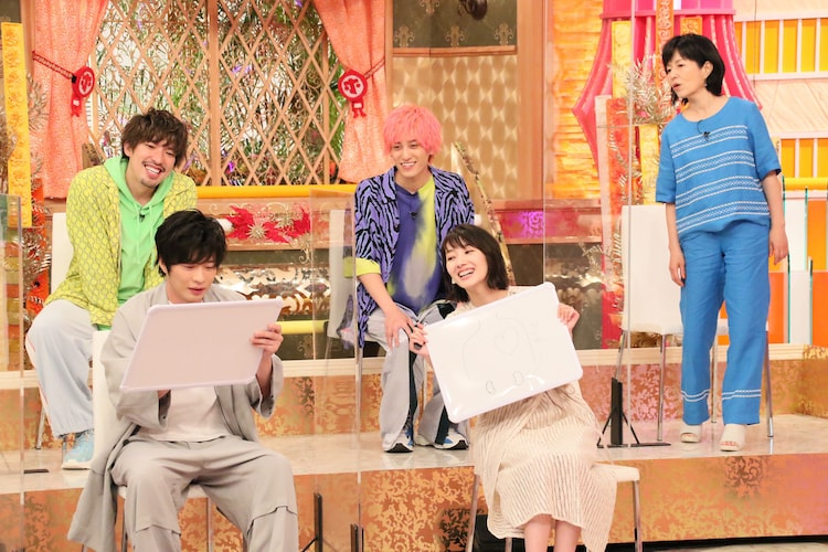 左上から時計回りにEXIT、磯野貴理子、波瑠、田中圭。(c)フジテレビ