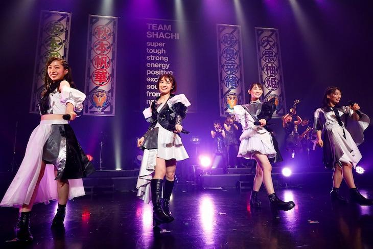 TEAM SHACHI「TEAM SHACHI TOUR 2021 ~東名阪でオトす!!~」USEN STUDIO COAST公演の様子。(撮影:笹森健一)