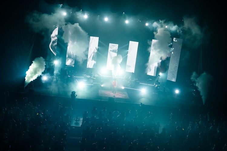 """「錦戸亮 LIVE TOUR 2021 """"Note"""" 」中野サンプラザホール公演の様子。(撮影:渡邊玲奈)"""