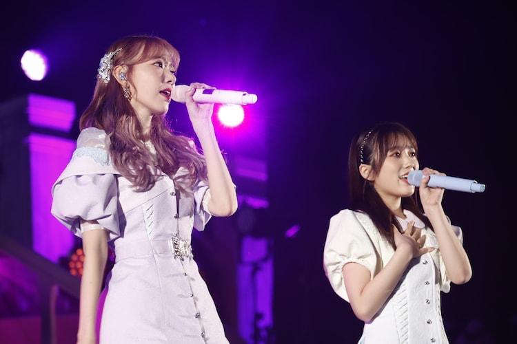 「夢を見ている間」を歌う、宮脇咲良と矢吹奈子。