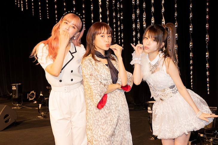 夏焼雅(左)、高橋愛(中央)、田中れいな(右)によるユニット「たいやき たべたの なんで?」。