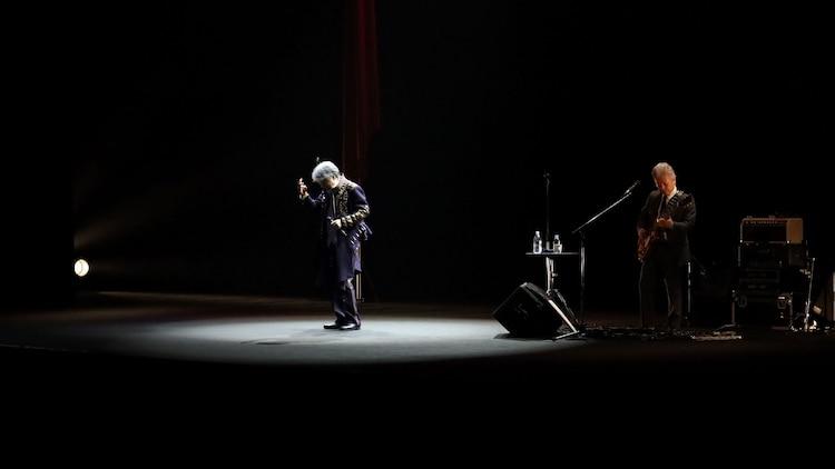 「沢田研二2021 ソロ活動50周年ライブ『BALLADE』」の様子。