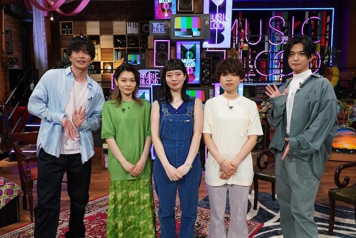 左から田中圭、SHISHAMO、千葉雄大。(c)日本テレビ