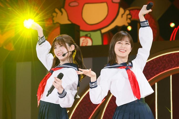 松村沙友理(左)と生田絵梨花(右)によるユニット・からあげ姉妹。