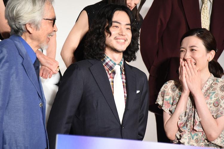 左から左から山田洋次、菅田将暉、永野芽郁。